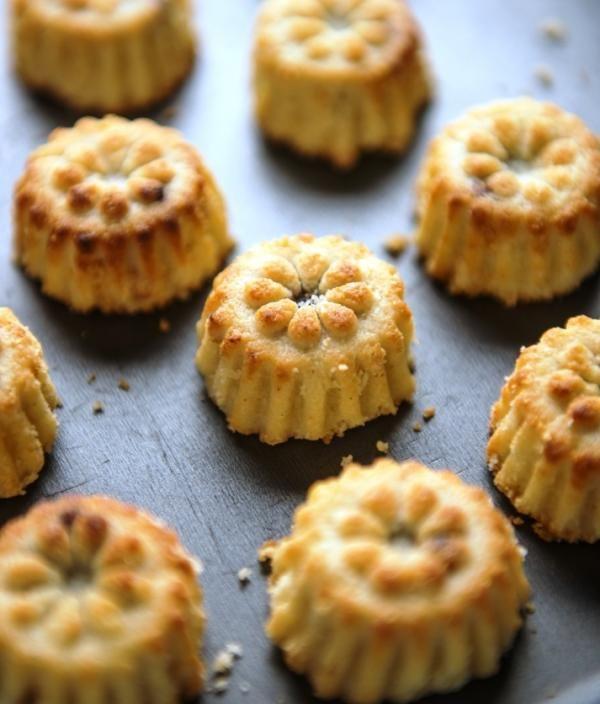 معمول العيد بالطحين من صفحة أساسيات الطبخ Eid Adha Desserts Mamoul Food Arabic Food Middle Eastern Sweets