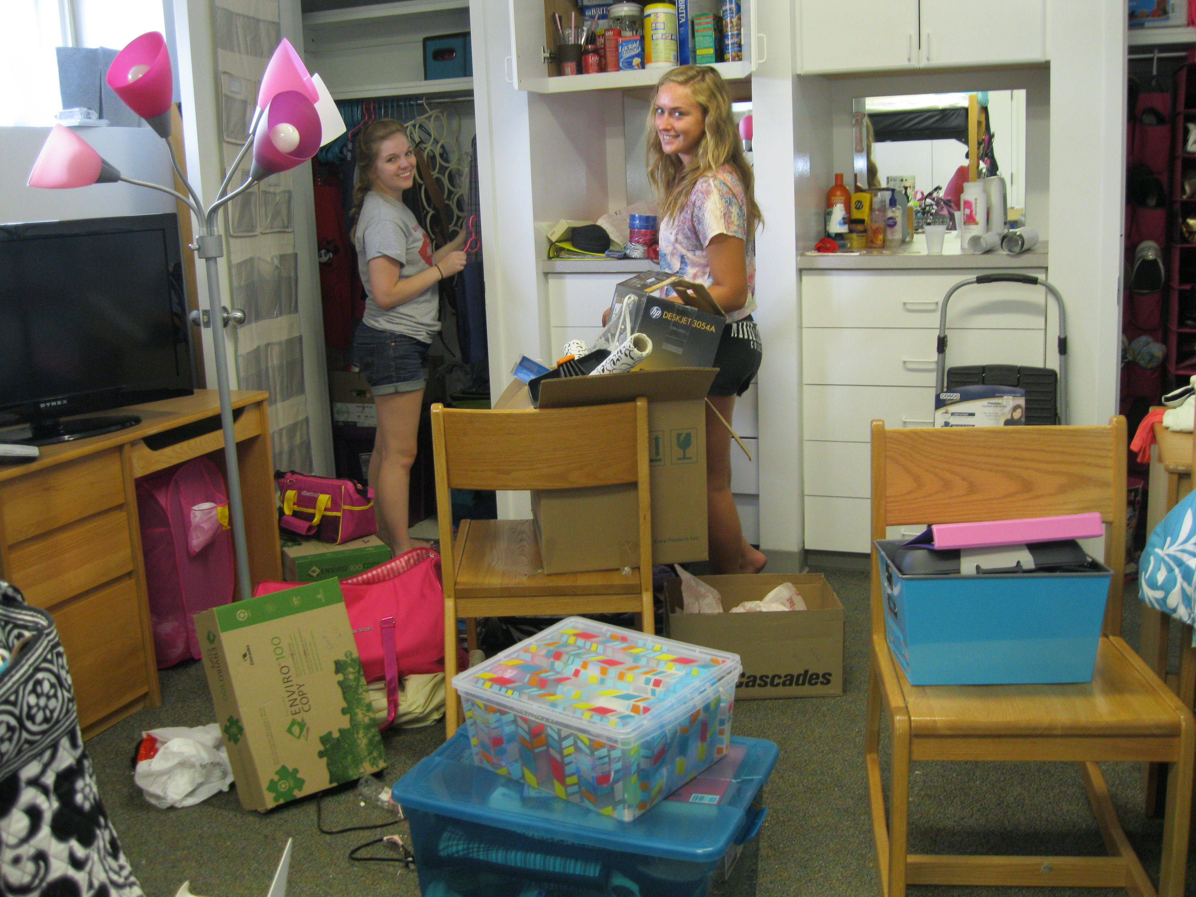 Moving In To The Residence Halls Mville Residence Hall College Liberal Arts College