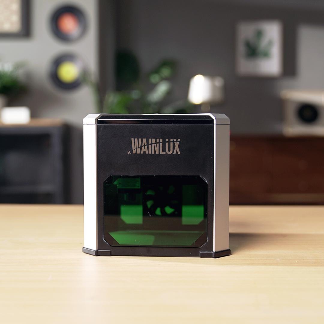 Compact desktop laser engraver
