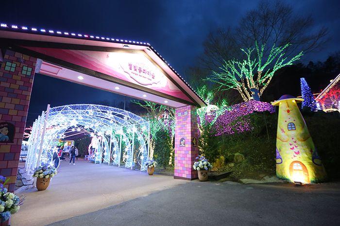 Cheongdo Provence Starlight Fairytale Town Lighting Festival (청도프로방스 별빛동화마을 빛축제)