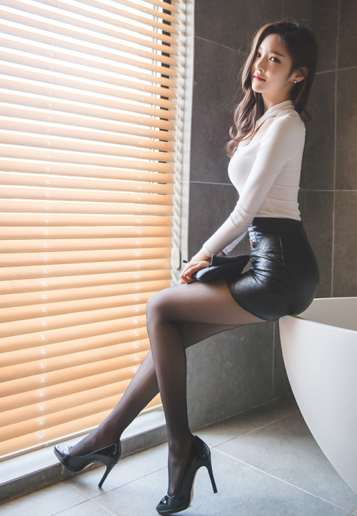 Short skirt asian shanghai chinese girl heels legs sexy - 1 3