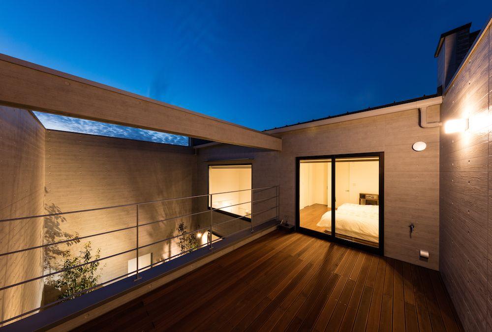 開放感抜群の景色を持つ 主寝室横のバルコニー
