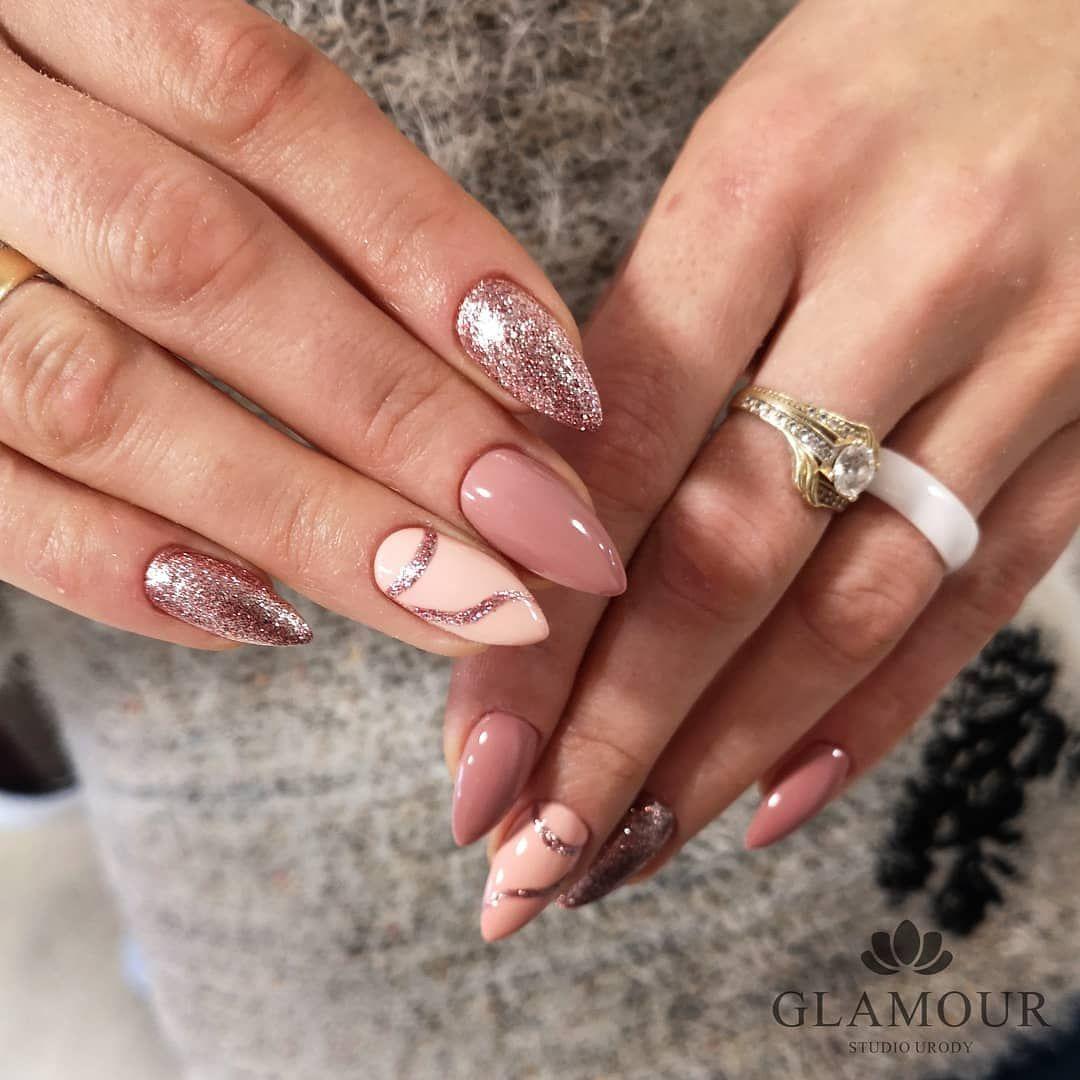 Urocza Stylizacja W Odcieniach Bezu Brazu I Zlota Co Wy Na To Wykonanie Malina Nails Stylist Najpiekniejsze Polskie Paznokcie W Nails Hair Beauty Beauty