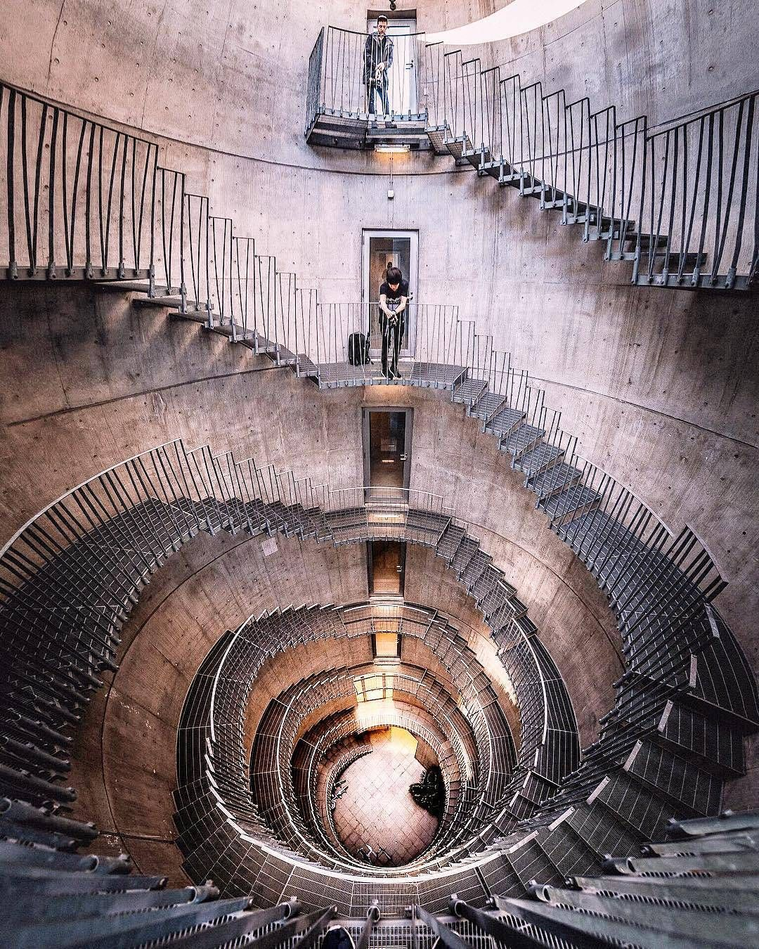 Best Wauw Great Photography Of A Staircase With A Wide Angle 640 x 480