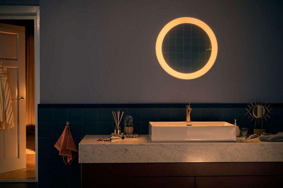 Philips Hue Adore Un Miroir De Salle De Bain Intelligent Pour Egayer Vos Matins Hue Philips Bathroom Mirror Lights Home Lighting Design
