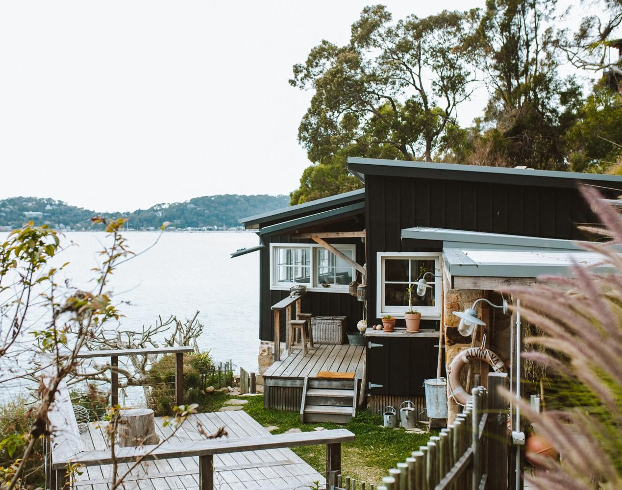 40 Cozy Cabins And Homes That Are The Perfect Escape For Your Next Friendcation Luxury Beach House Beach Cottage Decor Beach Shacks