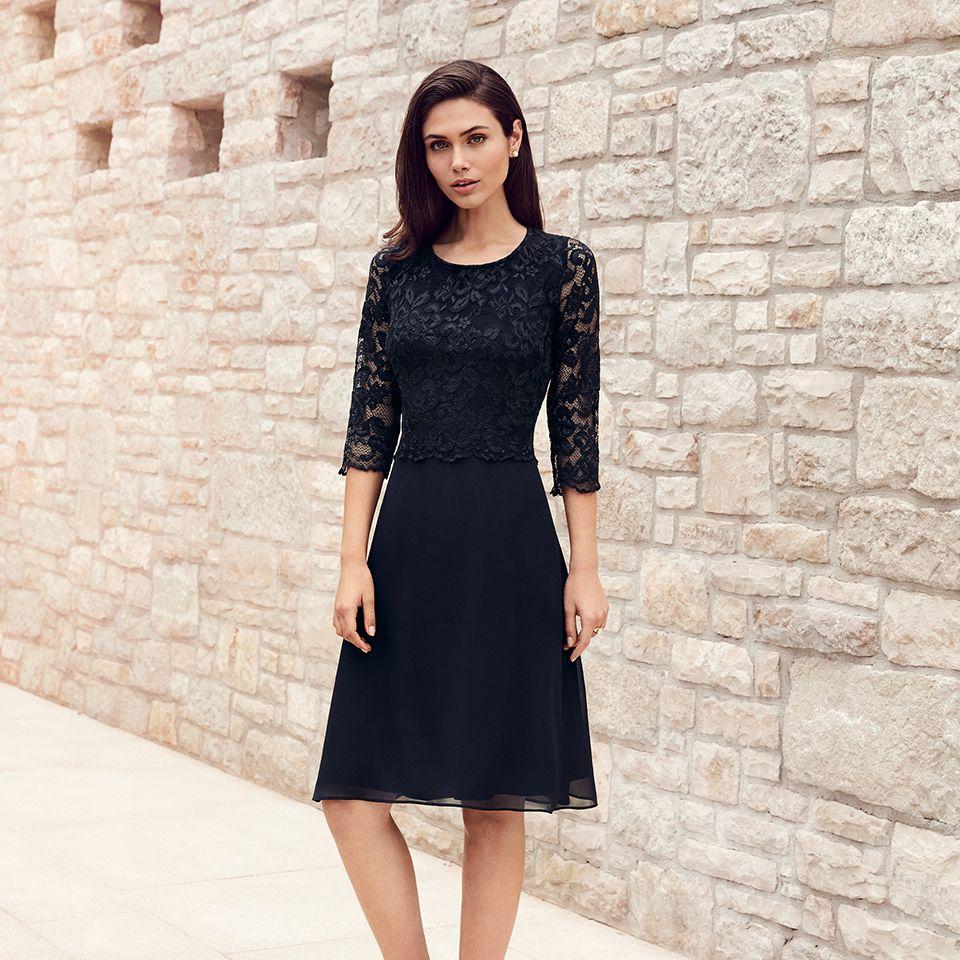 Das Kleine Schwarze Mit Spitze Von Vera Mont Aus Der Kollektion 2018 Veramont Blacklace Blackdress Eveningdr Mode Glamourose Abendkleider Vera Mont Kleider