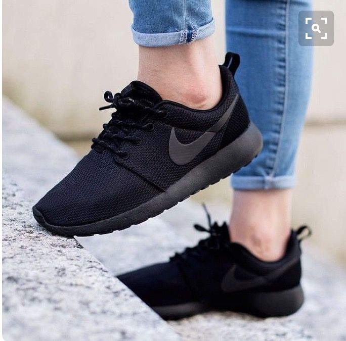 Nike Roshe One Black by sneakerdepartment