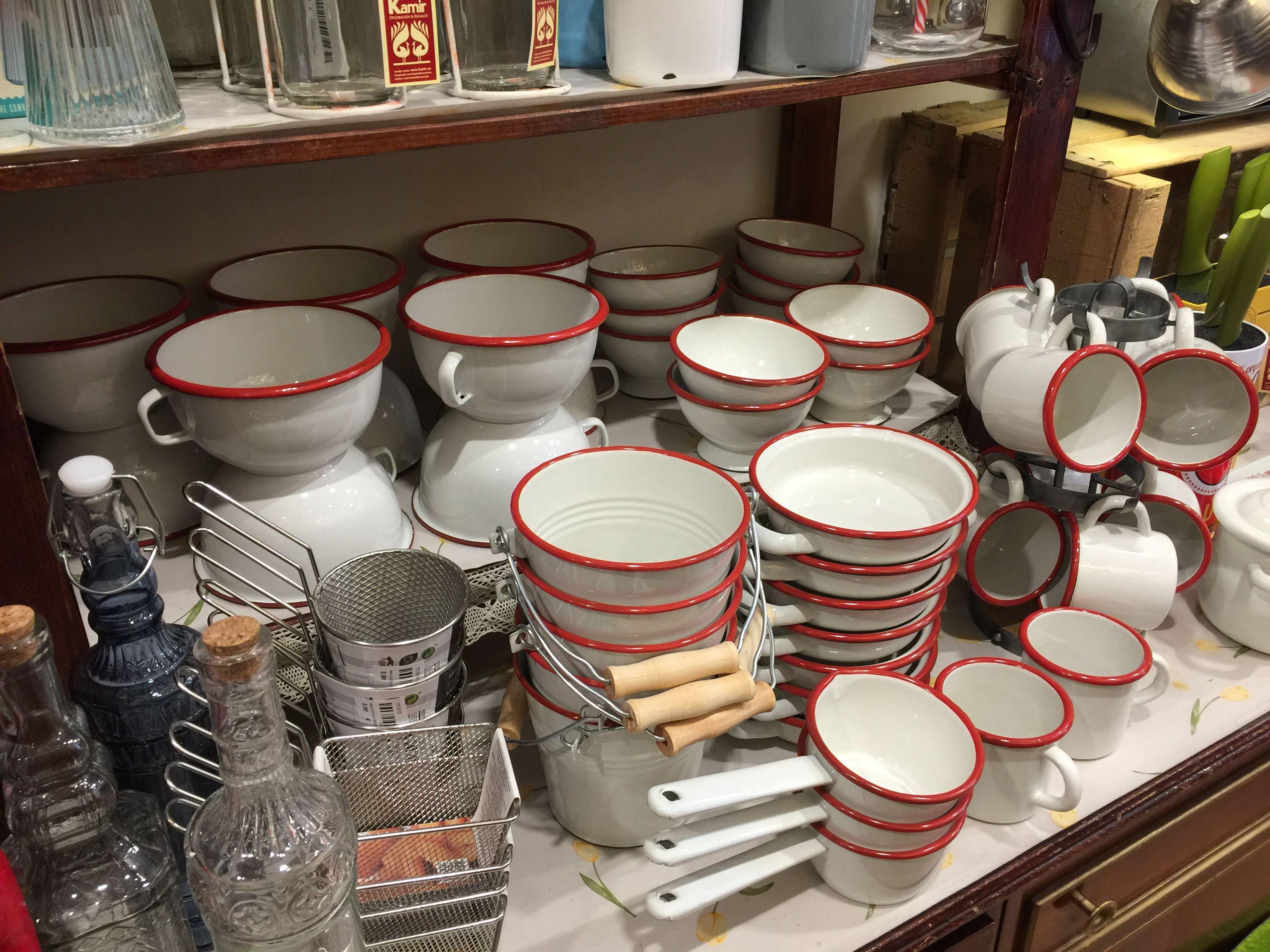 en una cocina de estilo vintage no puede faltar esta vajilla de acero esmaltado online