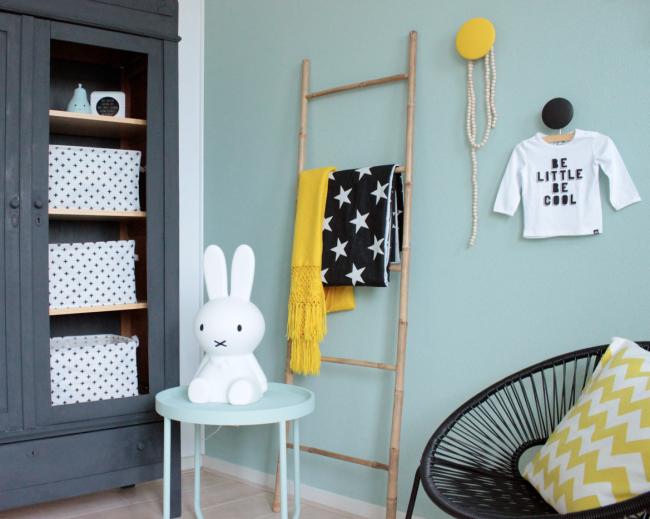 Babykamer Ideeen Muur : Babykamer in scandinavische stijl! op de muur krijtverf poetic blue