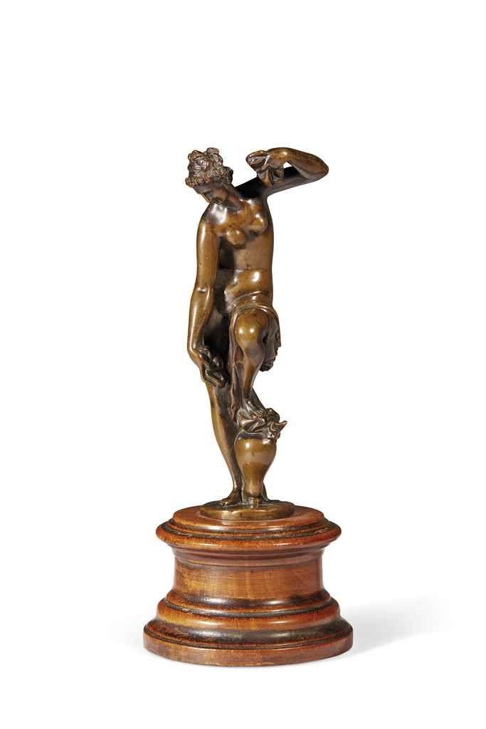 FIGURE EN BRONZE REPRESENTANT VENUS  D'APRES UN MODELE DE GIAMBOLOGNA (1529-1608), ITALIE, XVIIE OU XVIIIE SIECLE