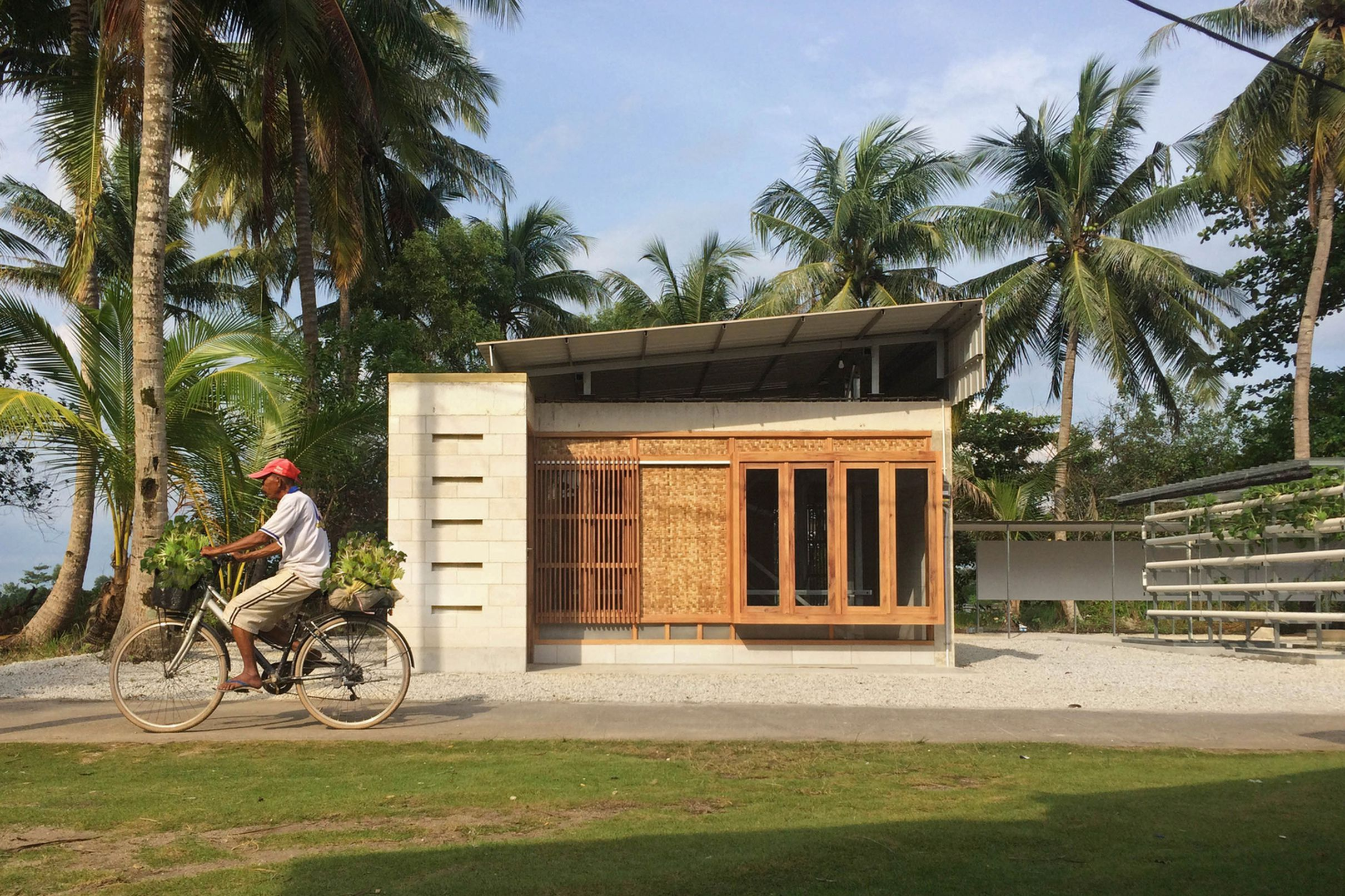 This Concrete Home Was Designed As Expandable Low Cost Housing Small Country Homes Low Cost Housing Small Cottage Designs