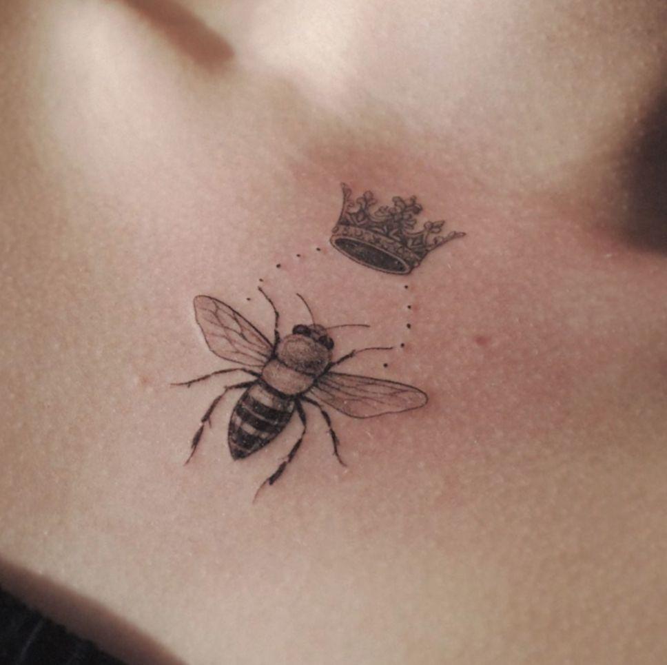 Cute Tattoos For Women Queen Bees Princess Modainfantil Mosakids Queen Bee Tattoo Cute Tattoos For Women Bee Tattoo