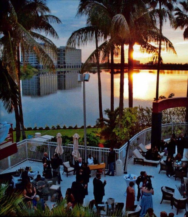 Cocktail Hour Poolside at the Sofitel Miami Hotel   A Miami wedding venue   www.partyista.com