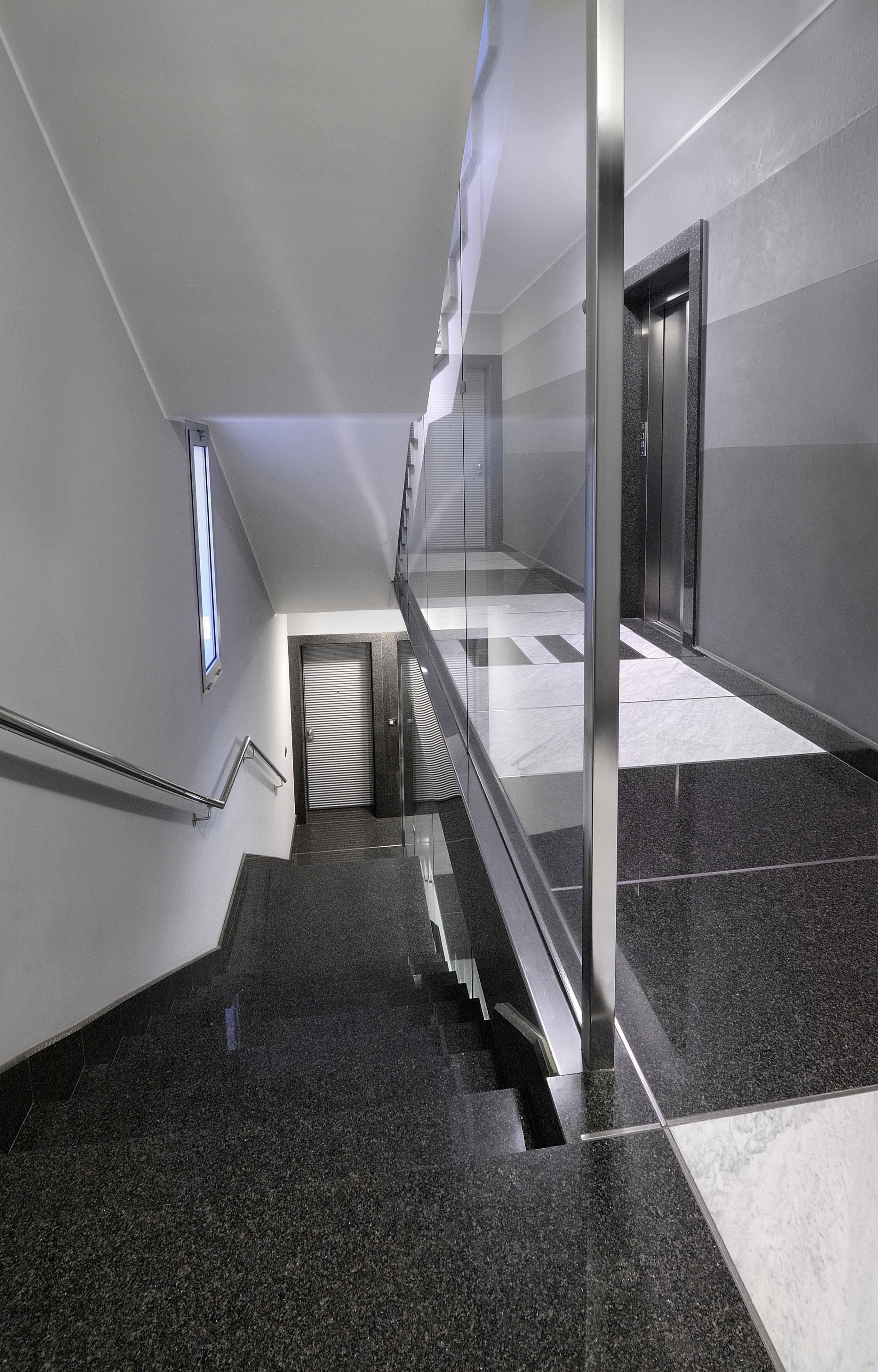 Scala In Marmo Nero scala in granito nero africa lucido e marmo bianco carrara