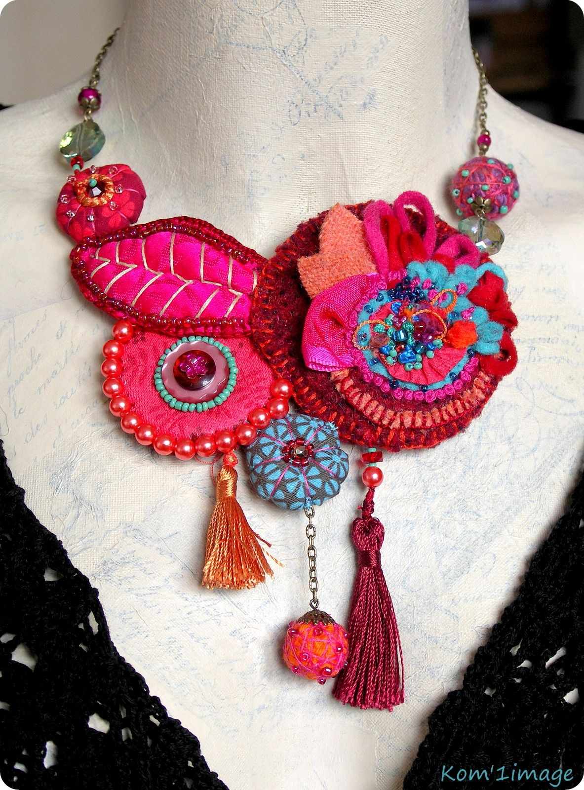 """Collier-tour de cou """"Zinnia"""". Wow, I LOVE this - the most elegant textile necklace I have seen so far!  Curleytop 1."""