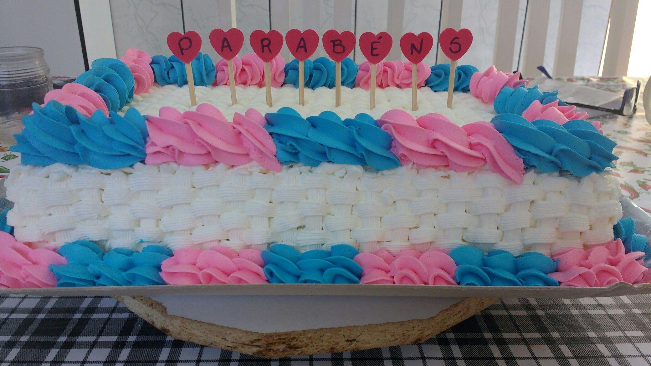 Bolo Decorado Com Chantilly Rosa E Azul Com Corações 3d