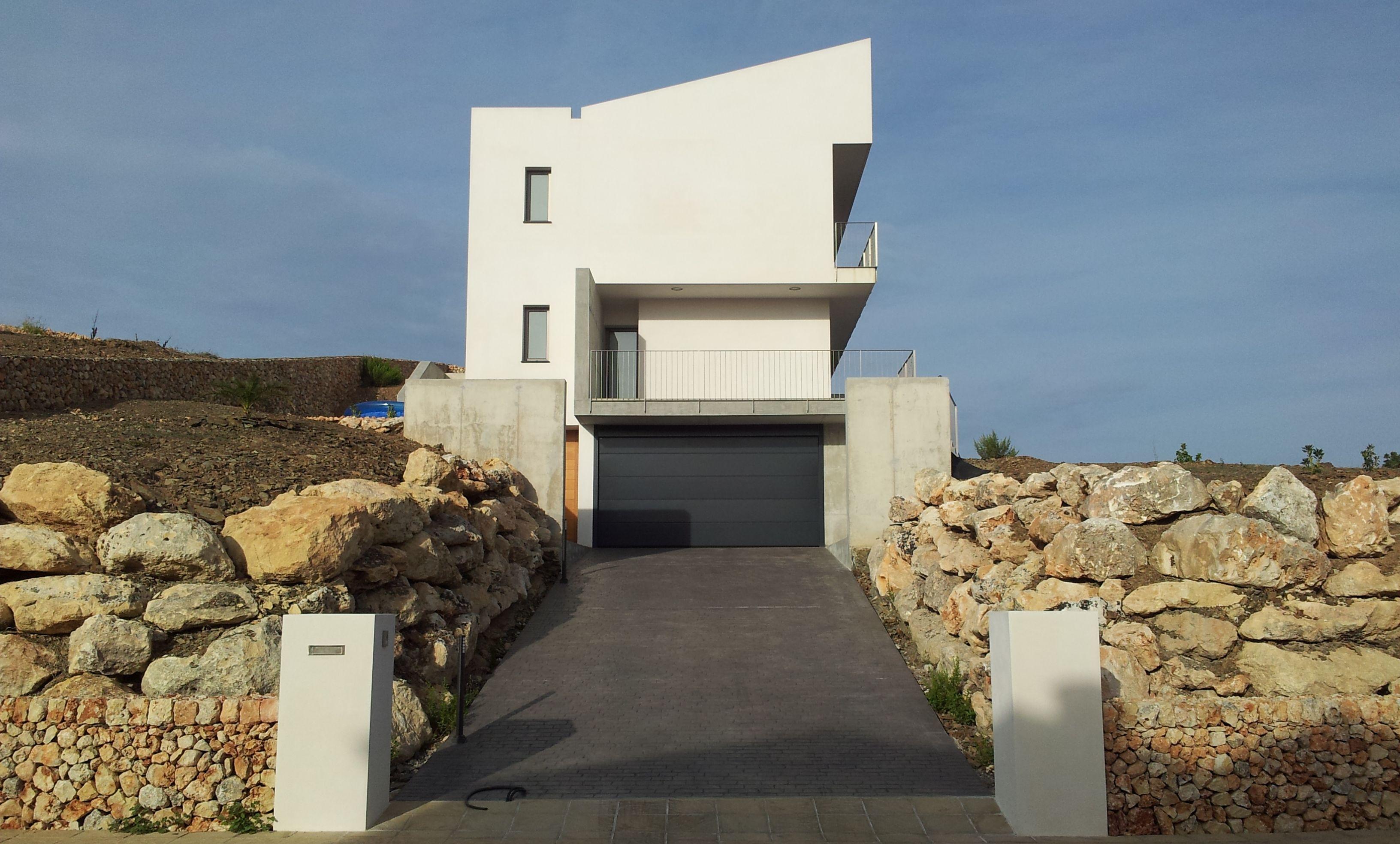Ideas de #Casas de #Exterior, estilo #Contemporaneo diseñado por Toni Morlà Villalonga Arquitecto con #Fachada #Barandillas  #CajonDeIdeas