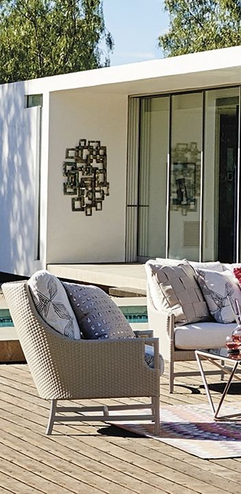 Fine design takes the high road. The graceful Enzo Seating reminds us of a modern living room gone outdoors.   Porta Forma