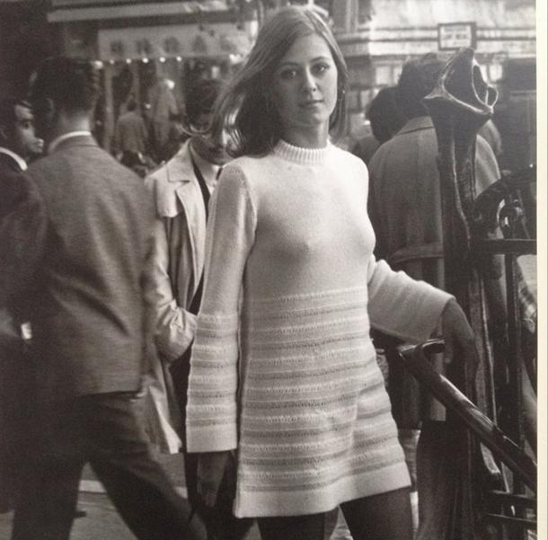 Robert Doisneau. Paris photo from 1969. From the 1994 La Jeune Fille dans La Ville.
