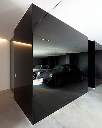 Great black mirror wall. Find more ideas on our blog.http://yam.st ...