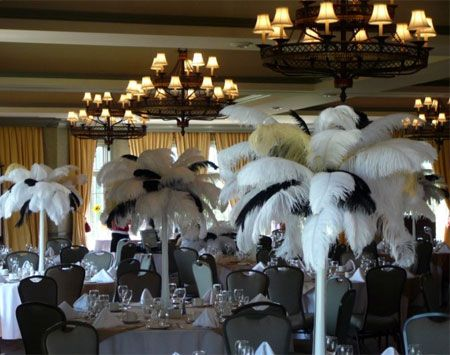 Ostrich feather on pinterest feather centerpieces for Black table centrepieces