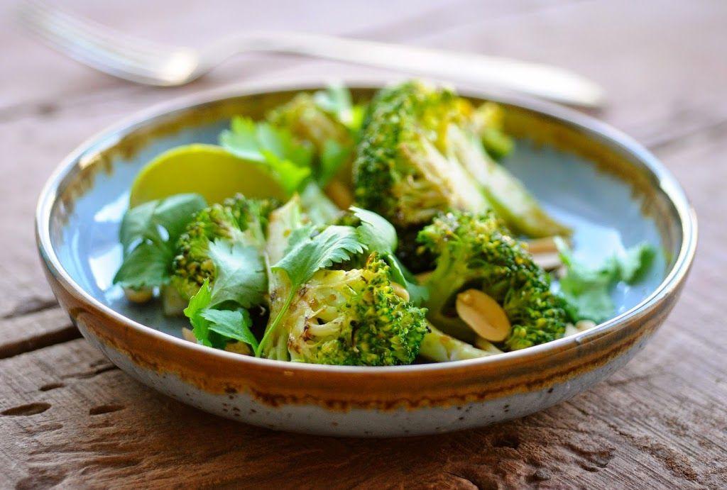 Lynstegt broccoli med lime, koriander og peanuts - Julie Karla, Sunde Opskrifter, Low Carb Opskrifter