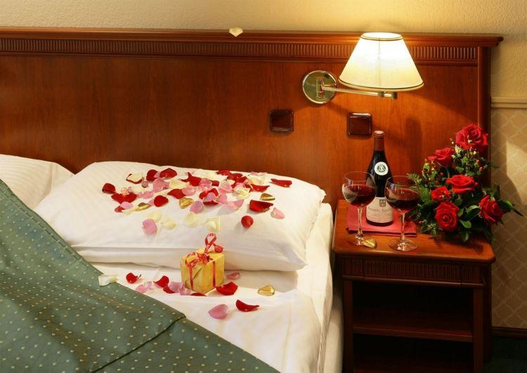Déco Romantique Dans La Chambre à Coucher Pour StValentin Deco - Romantiques idees de decoration de chambre pour saint valentin