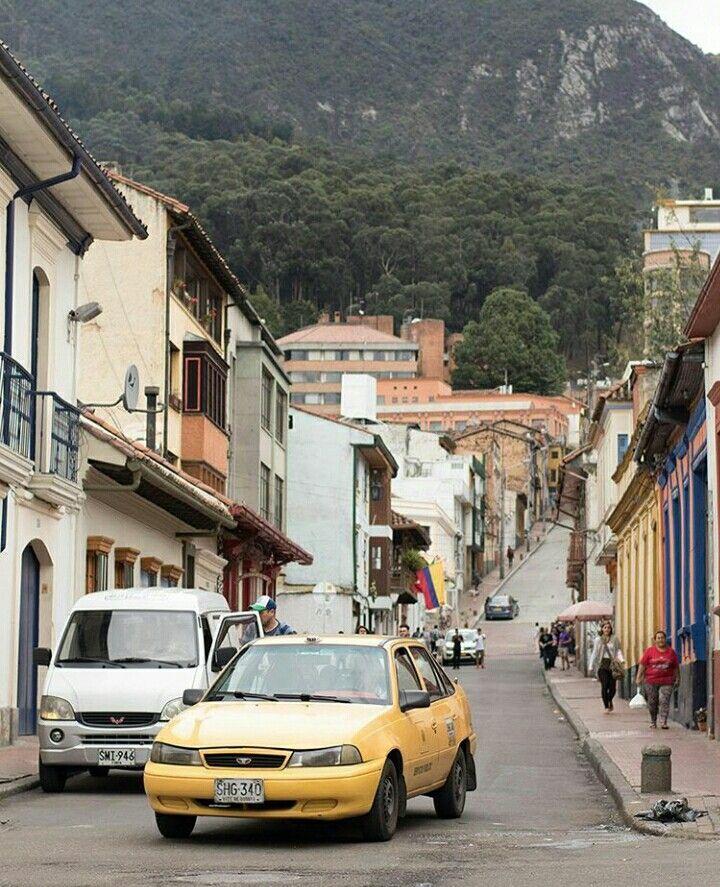 La Candelaria, Bogotá. ¡Qué hermosa vista desde la Candelaria! #EncontrasteLaCandelaria #LaCandelaria #Bogotá  Visita: www.encontrastelacandelaria.com  Fotografía tomada por: Juan José Jaramillo