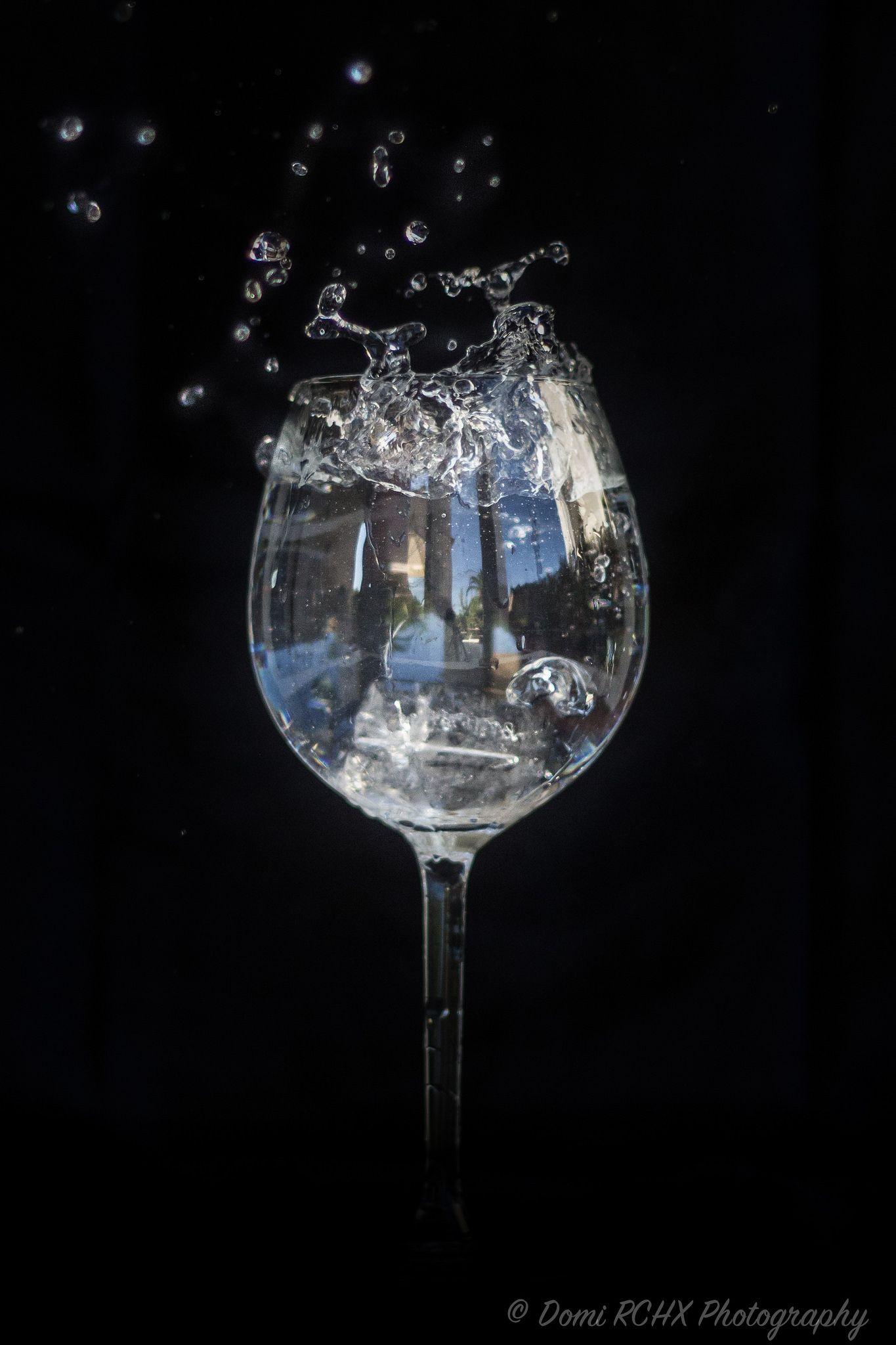 https://flic.kr/p/x4HaWi | Ice cube in the Glass of Water by Domi RCHX | Glaçon dans un Verre d'eau par Domi RCHX