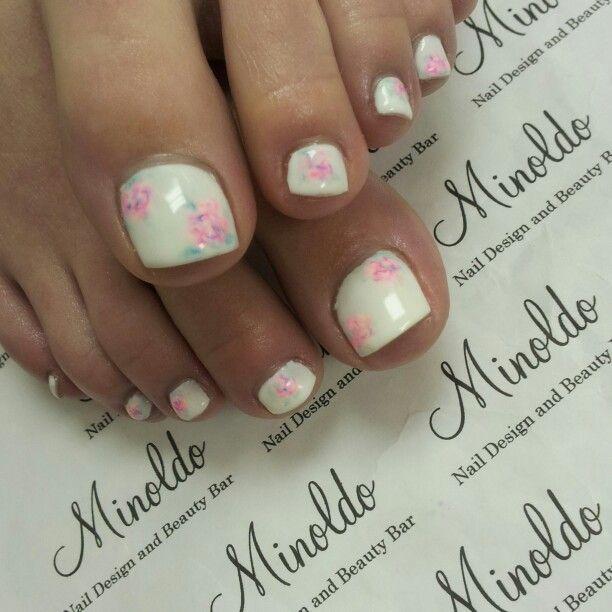 #geltoes #handpainted #floraltoes #summergeltoepedicure