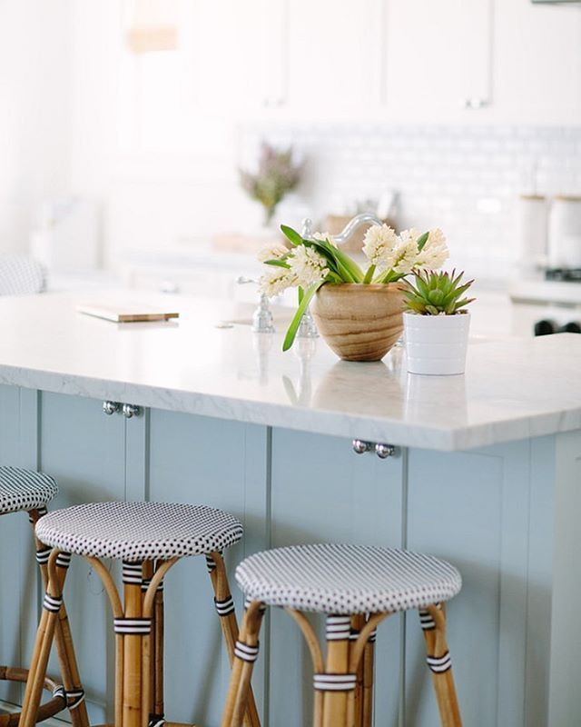 Color! | Photography: @taryn_kent | Source: @homebunch | Interior Design: @ritadonahoe