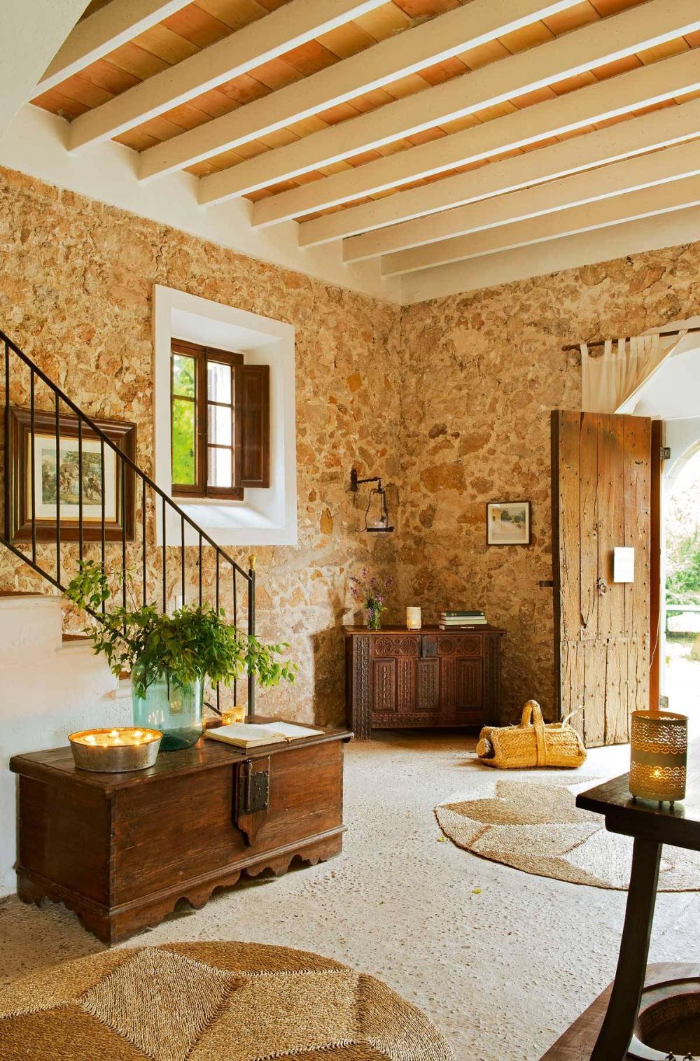 7 Un Baul Antiguo Casas De Campo Interiores Casas Rusticas De Ladrillo Recibidores Rusticos