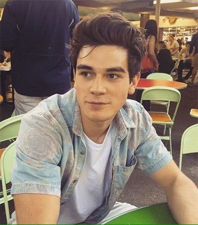 Kj Apa With His Natural Hair Cole Sprouse Apa Riverdale
