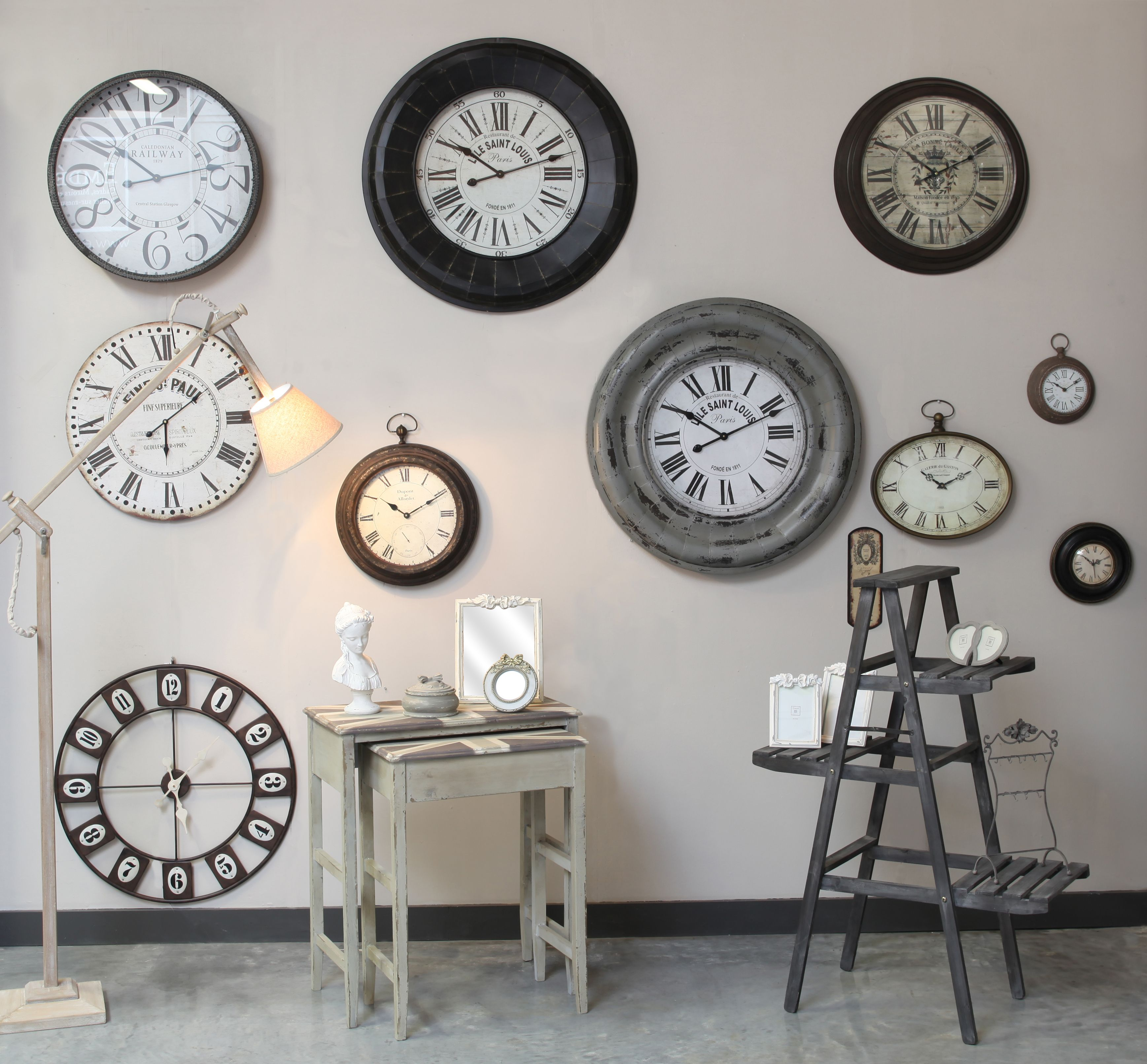 horloges de style antique accrocher sur mur pour un c t vintage emd time to. Black Bedroom Furniture Sets. Home Design Ideas