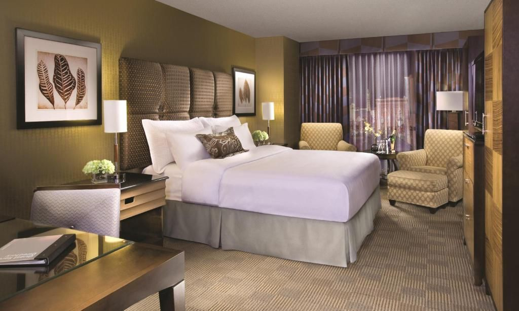 New York New York Hotel Resort Las Vegas Nv Deals Book New York New York Hotel Casino In Las Vegas Hotel In 2020 Hotels Room New York Hotels Interior Design New York