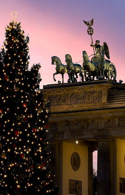 Brandenburg Gate At Christmas Time Berlin By Visitberlin Christmas In Germany Christmas Market Christmas In The City