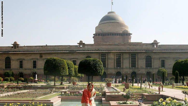 New Delhi Residence الرئيسة الهندية السابقة براتيبها ديفيسينغ باتيل في حديقة موغال في القصر الرئاسي راشتراباتي بهوان في العاصمة الهندية World Taj Mahal Palace
