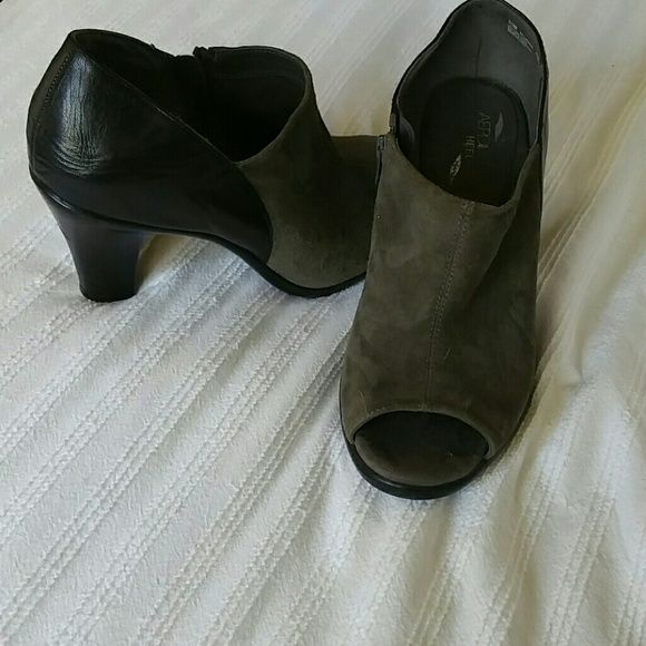 Aerosols Heel rest shoes never worn Grey suede with black leather trim AEROSOLES Shoes Heels