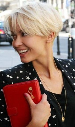 17 Stylish Short Hairstyles with Bangs in 2019