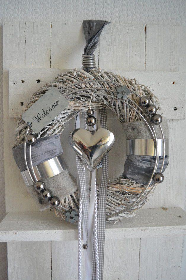 t rkranz grau wei 30 cm herz silber welcome alles pinterest t rkr nze silber und grau. Black Bedroom Furniture Sets. Home Design Ideas
