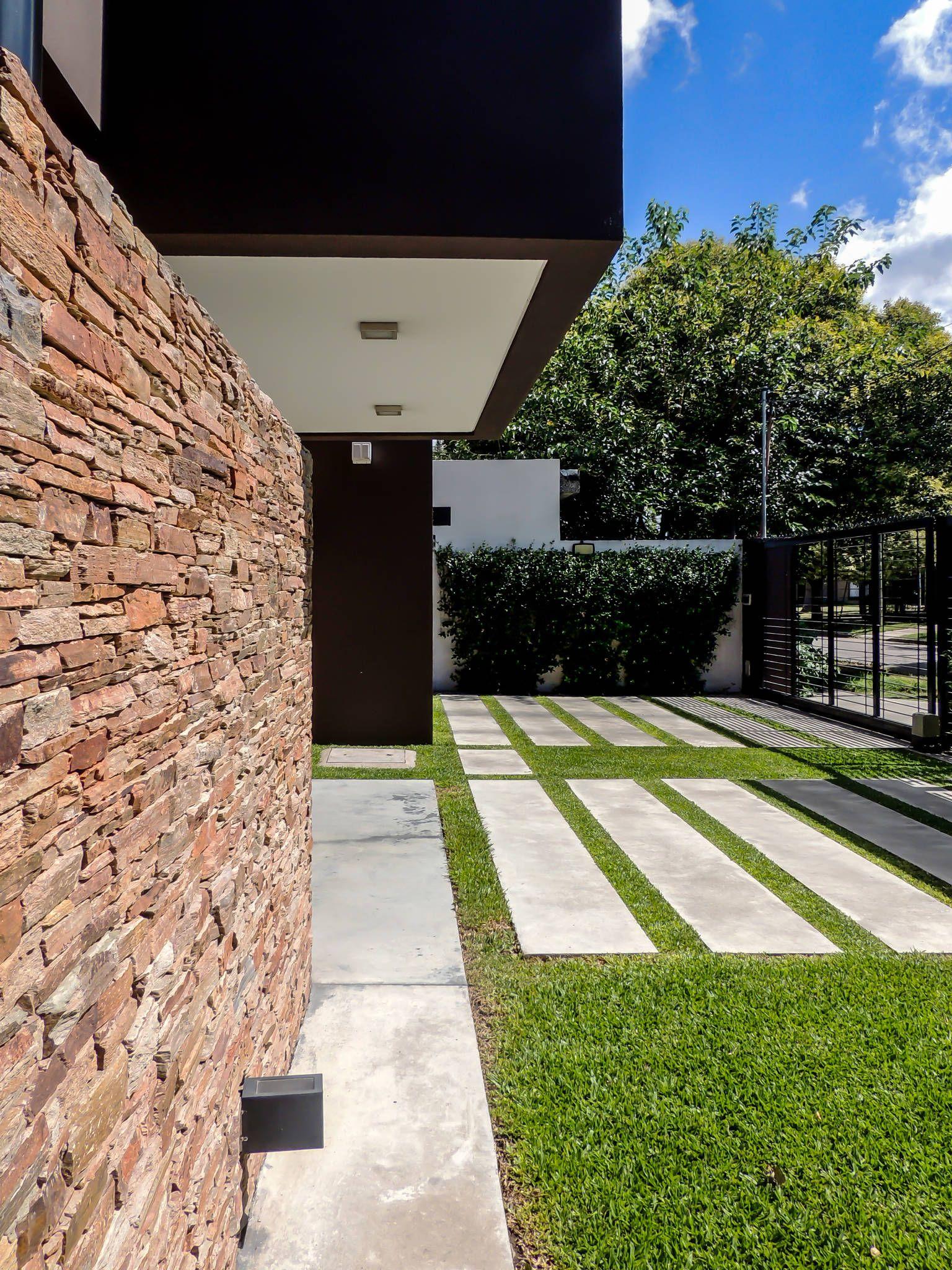Carbone house casas de estilo por carbone fernandez - Fachadas viviendas unifamiliares ...