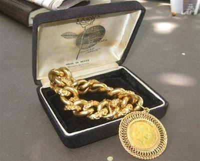 Primera dama recibe brazalete de oro por señora de El Seibo