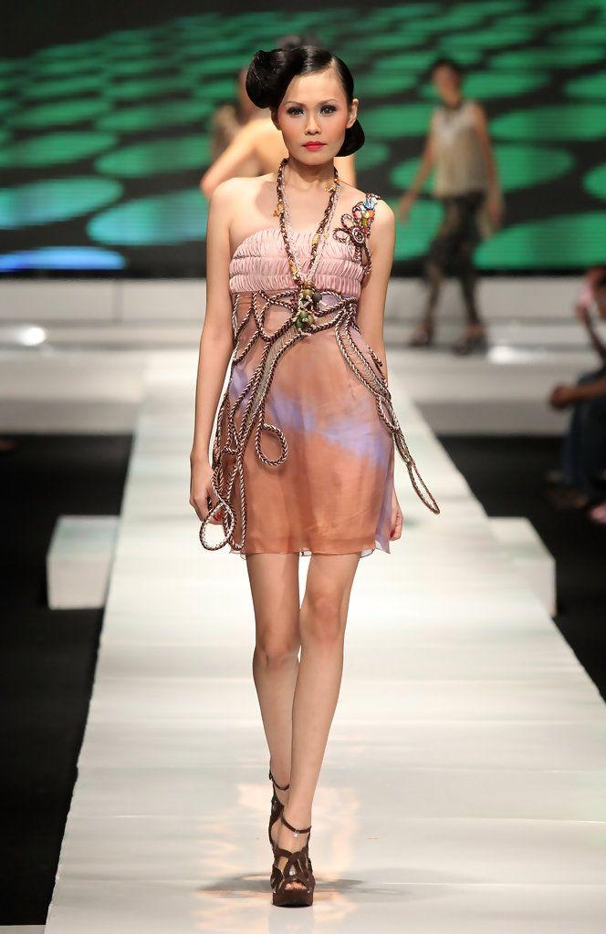 http://www.zimbio.com/pictures/Ad6WT_la0Wx/Jakarta Fashion Week 2009 10 Day 2/-mS9tHO_TbB