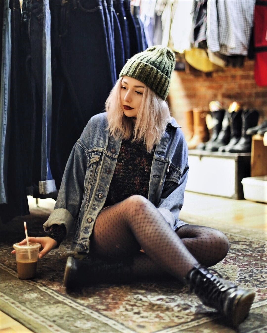 22 Grunge Outfits ideas with Fishnet Tights