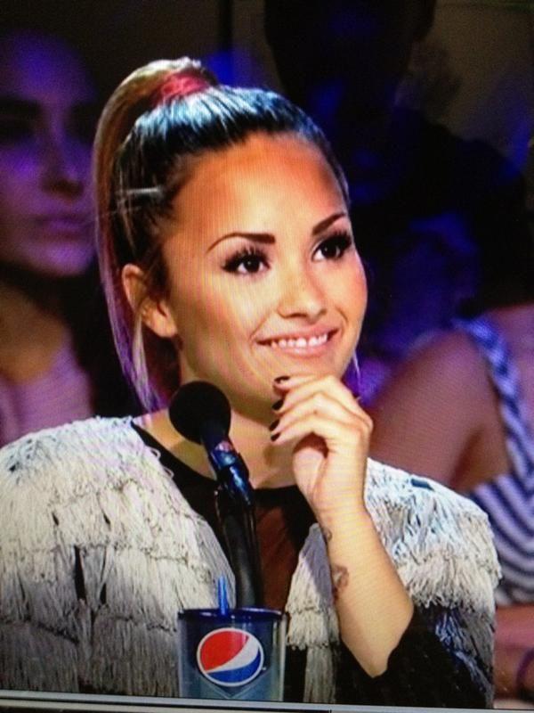 Demi Lovato The Xfactor Demi Lovato Eyebrows 2012 X Factor