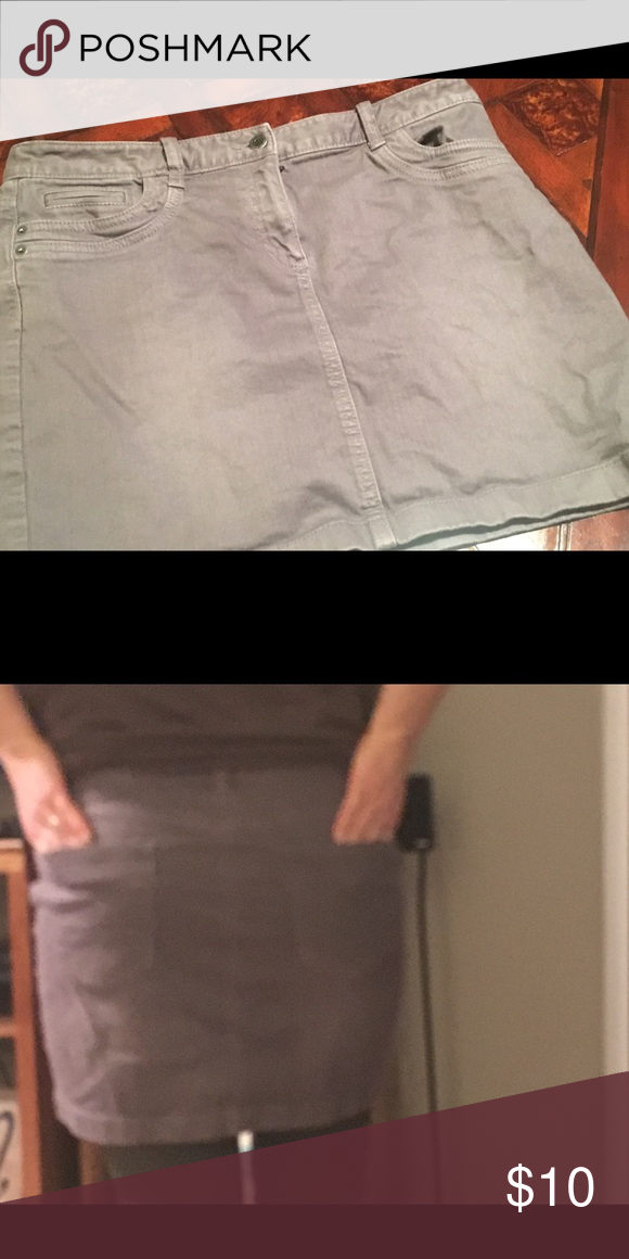 Ann Taylor Loft skirt Gray Denim Sz 8 gray denim skirt. Great condition. LOFT Skirts Midi
