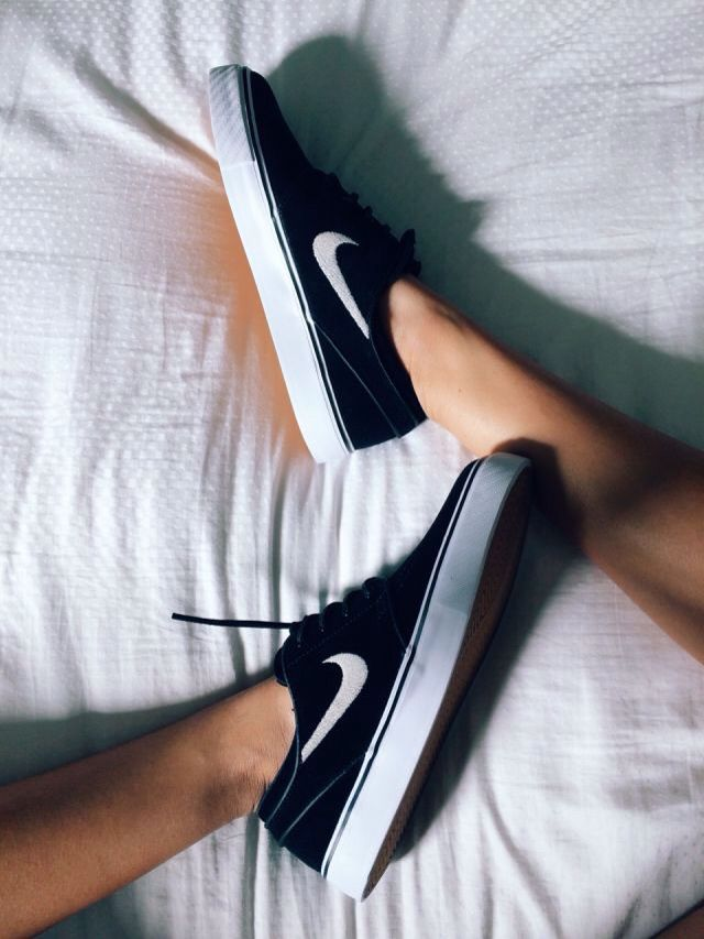 26cfcce503 nike sb janoski~Dude! These look like a cross between converse and Nike! So  awesome!