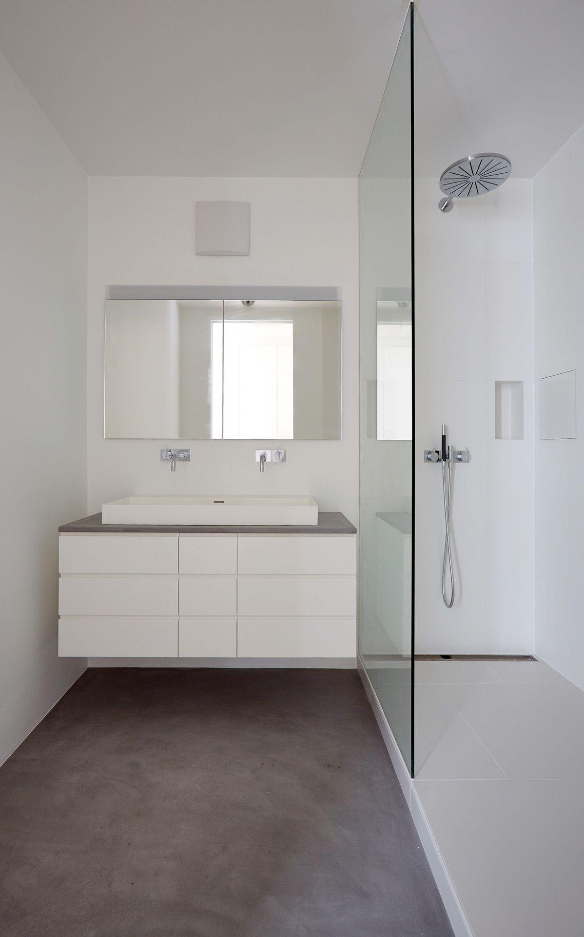 Boden Beton Cire Original In Einem Kleinen Bad Farbe 63 Gris Paris Verarbeiter Andreas Landrichter Unter A Landi Aon Bathroom Vanity Double Vanity Bathroom
