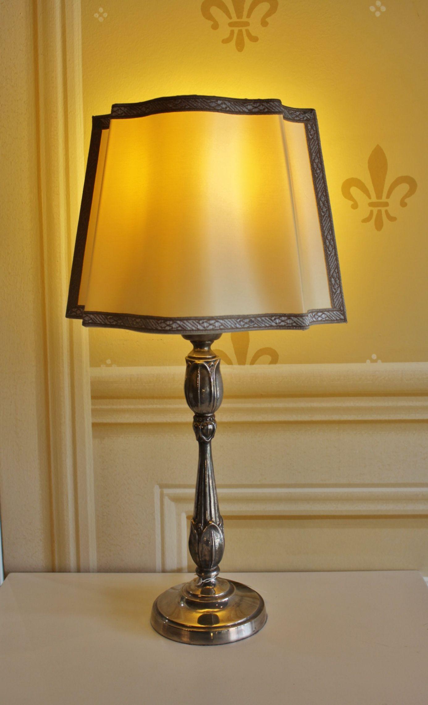 Lampada da tavolo con base in ferro e paralume decorato la nostra illuminazione our lighting - Base lampada da tavolo ...